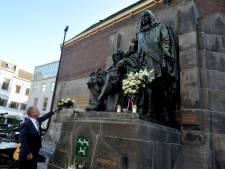 Johan en Cornelis de Witt herdacht bij standbeeld op de Visbrug