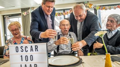 Oscar blaast 100 kaarsjes uit
