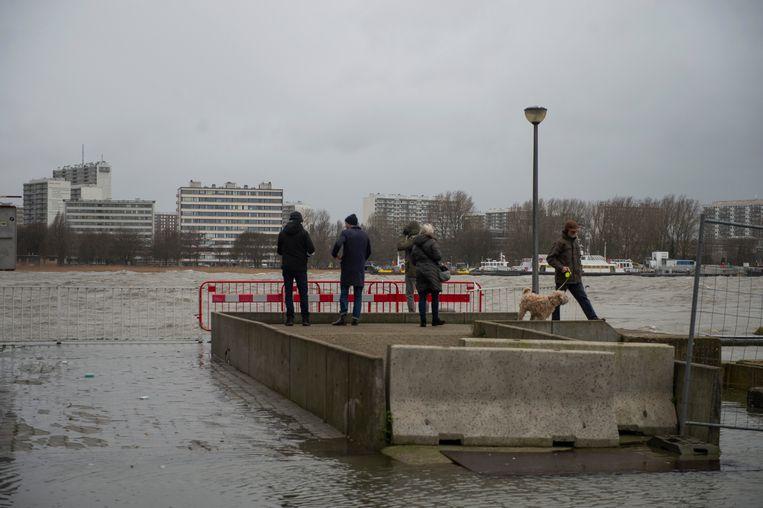 Gisteren stroomde de Schelde over de blauwe steen of dat straks ook het geval zal zijn, valt af te wachten.