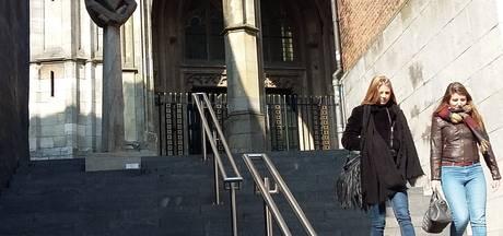 Trappen bij Stevenskerkhof genoemd naar klokkengieter