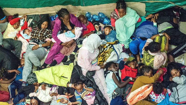 Eind mei redde de Italiaanse kustwacht 1000 vluchtelingen uit Eritrea en Syrië op zee.