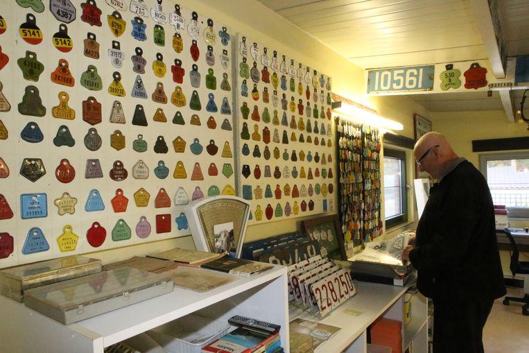 Roger Verheyden met zijn verzameling