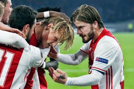 Ajax viert de goal van Kasper Dolberg tegen FC Kopenhagen.