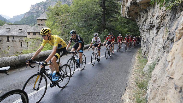 De Tour tijdens de veertiende etappe. Beeld AP