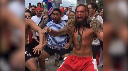Australiërs brengen emotionele 'haka' voor de slachtoffers van de aanslag in Christchurch