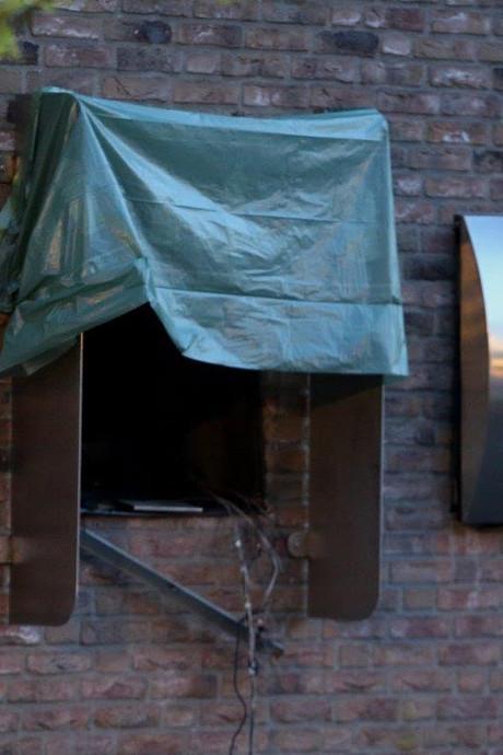 VIDEO: Pinautomaat uit muur geblazen bij plofkraak in Geffen