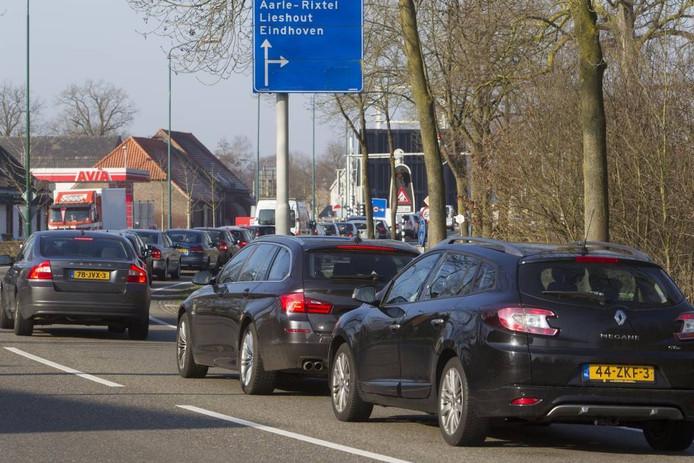 Een openstaande Beekse Brug in Beek en Donk, een bekend knelpunt in het regionale wegennet.
