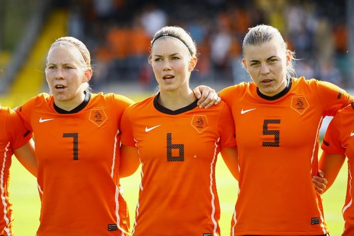 Sylvia Smit (links) met Anouk Hoogendijk en Petra Hogewoning.