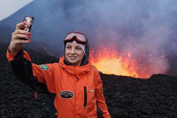 Een selfie bij een vulkaanuitbarsting.