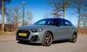 De Audi A1 valt op met uitdagend design en prima weggedrag, maar de prijs is een obstakel.