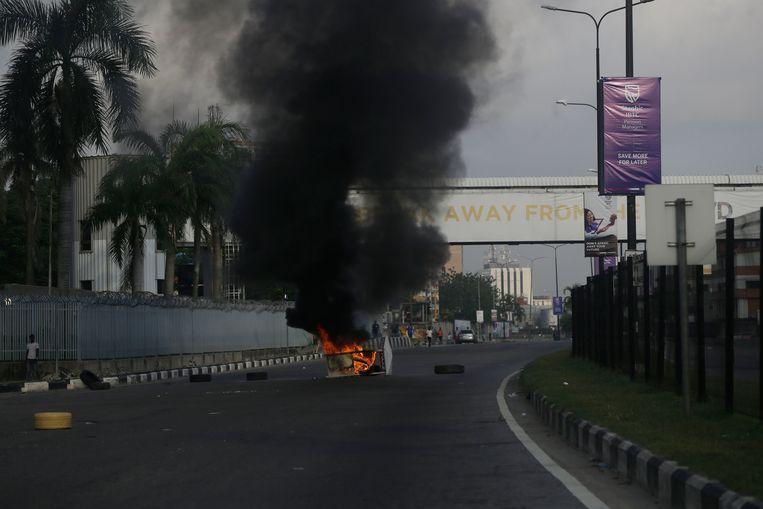 De regering van Nigeria probeert op hardhandige wijze de protesten, die al twee weken duren, de kop in te drukken. Beeld AP
