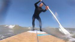 Youtuber spot met coronamaatregelen en gaat surfen