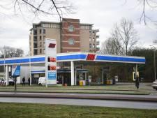 Overval op tankstation in Almelo, eigenaar woedend: 'Pislink op dit schijtvolk'