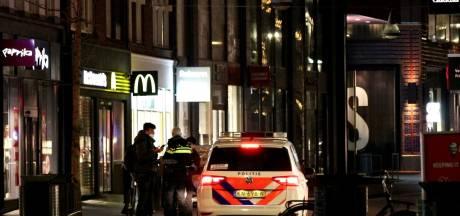 Politie controleert automobilisten en voetgangers in centrum Enschede