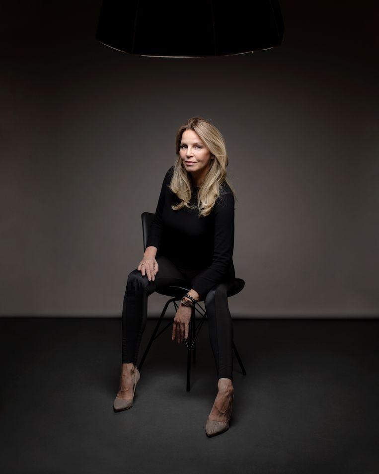 Esther Verhoef: 'In Labyrint eindigen veel verhalen, hoop ik, anders dan je verwacht.'   Beeld Malou van Breevoort