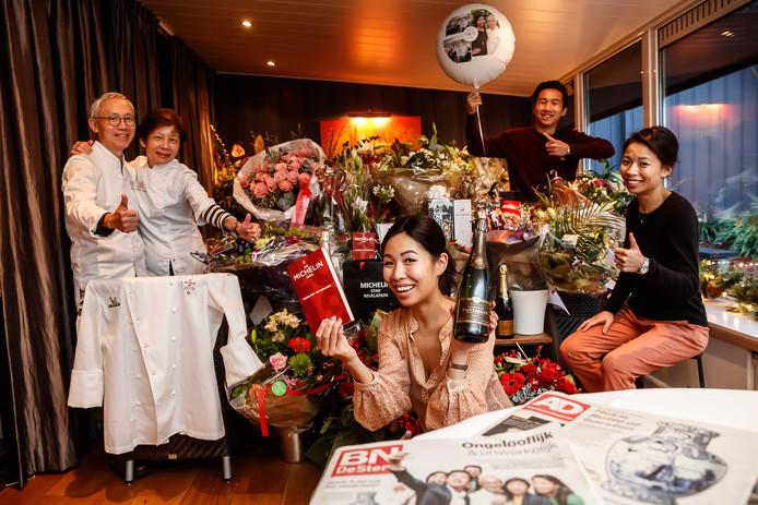 De familie Tsang van Oriëntaals restaurant O&O in Sint Willebrord moest in december dagelijks poseren voor fotografen.