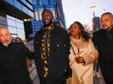 Lukaku et sa mère Adolphine aperçus à la Fashion Week de Milan