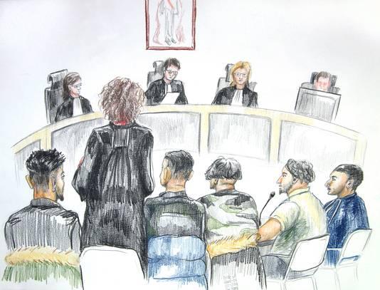 De vijf verdachten in de rechtbank
