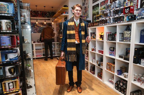 Siebren De Brauwer komt als Newt Scamander uit The Fantastic Beast naar de nieuwe ShopforGeek aan de Vrijdagmarkt.