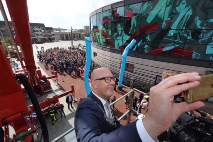 Jack Mikkers maakt een selfie tijdens zijn afscheidstour