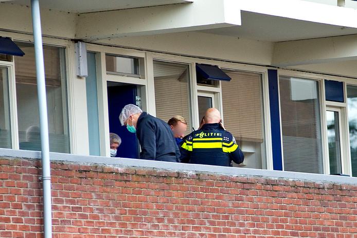 In de woning aan de Sperwerstraat werd ook onderzoek gedaan.