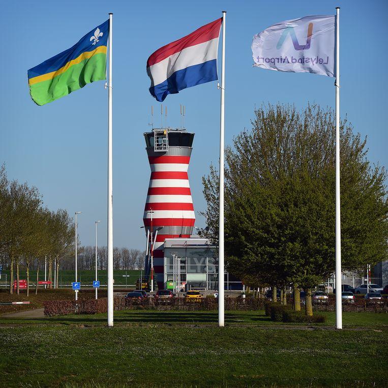 De verkeerstoren van Lelystad Airport. Beeld Marcel van den Bergh