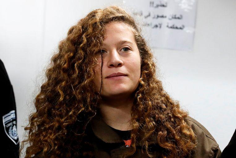 Ahed Tamimi wordt vervolgd voor onder meer ophitsing, het aanvallen van veiligheidsdiensten en bedreiging. Beeld AFP