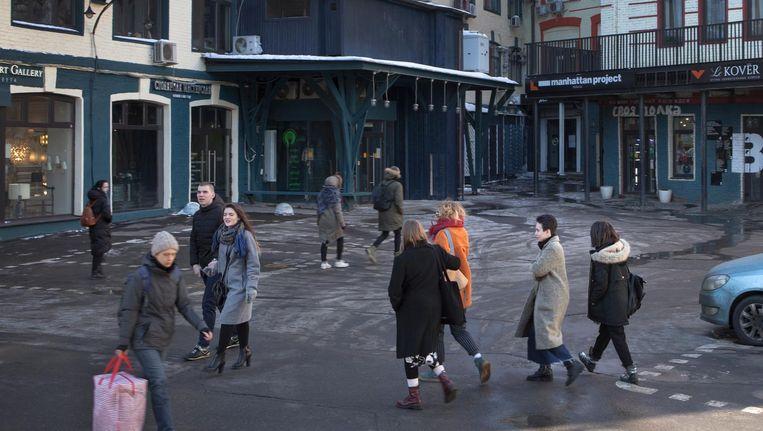 De buurten verschillen op twee manieren van de rest van Moskou: er hangt een gemeenschapssfeer en een afwijkende politieke stemming. Beeld Emile Ducke
