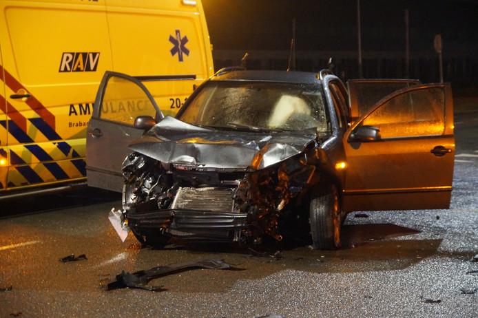 De auto is zwaar beschadigd geraakt.