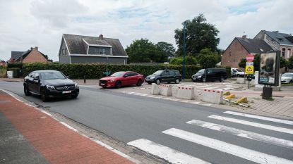 Gedaan met laveren tussen auto's: Kruisschanslei wordt veiliger voor fietsverkeer