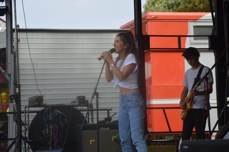 Sima geeft het beste van zichzelf op het podium.