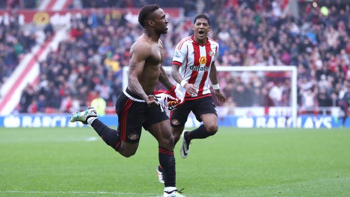 Patrick van Aanholt (achtergrond) viert een Sunderland-feestje.