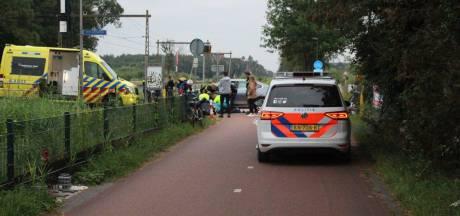 Zwaargewonde scooterrijder met spoed naar ziekenhuis na botsing in Hengelo