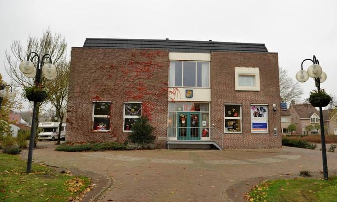Het voormalige gemeentehuis van Huijbergen. foto archief BN DeStem