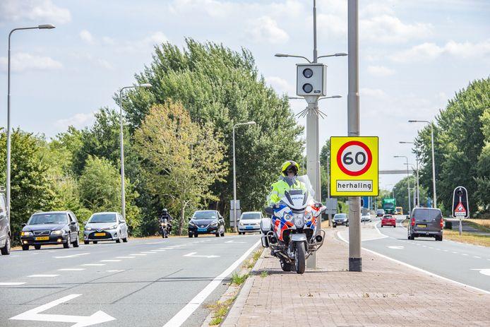 De meest lucratieve flitspaal van Nederland, langs de N201 bij Vreeland.
