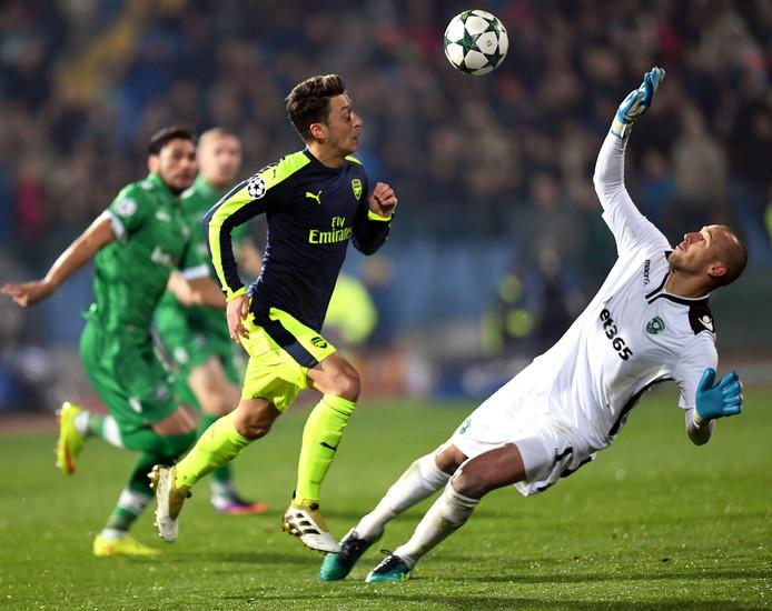 Misschien wel het mooiste doelpunt van het jaar: de schitterende solo van Mesut Özil van Arsenal in Sofia tegen PFC Ludogorets op 1 november.