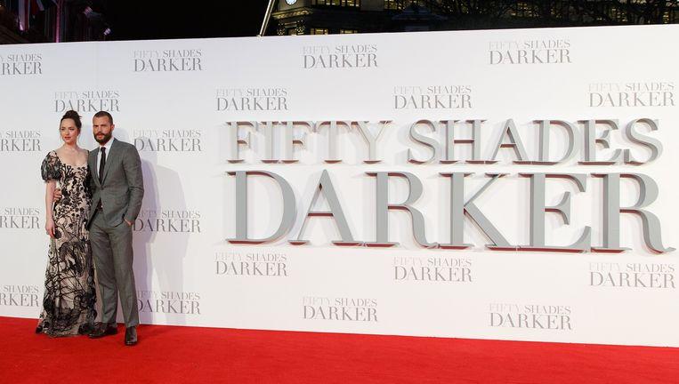 Dakota Johnson en Jamie Dornan spelen Anastasia Steele en miljardair Christian Grey in Fifty Shades Darker, een van de redenen van de winst bij Comcast.