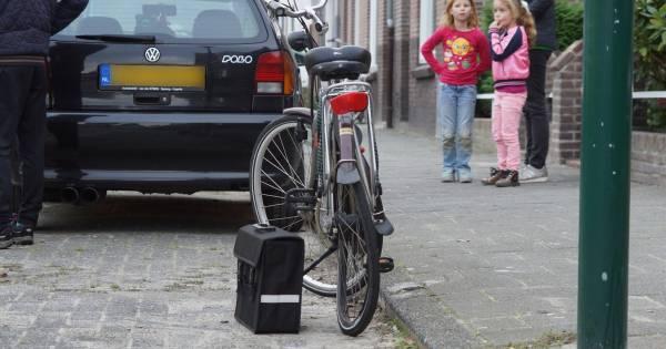 Oudere vrouw op fiets ernstig gewond door ongeluk met auto in Kaatsheuvel.