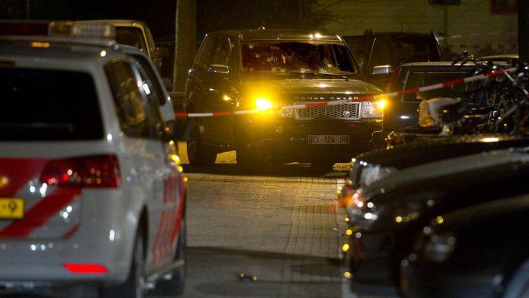 Bij de schietpartij werd een zwarte Range Rover onder vuur genomen. Beeld anp