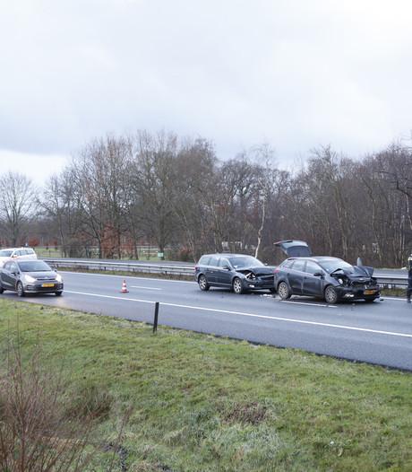 Verkeersinfarct rond Zwolle na meerdere ongelukken op A28