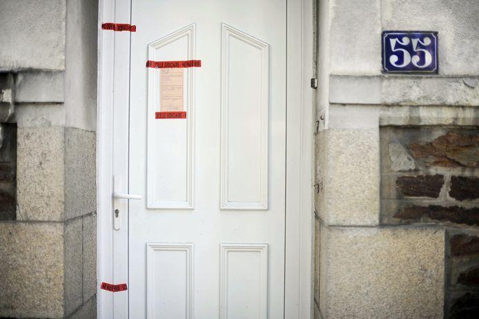 In de tuin van het familiehuis in Nantes werden de in stukken gehakte lichamen van de vrouw en kinderen gevonden.