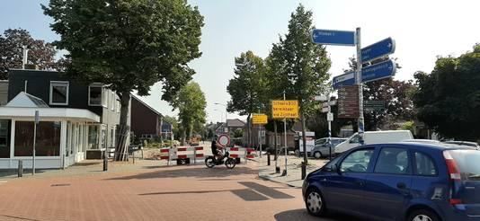 Wegafsluiting bij cafetaria Asperia in Heeswijk-Dinther.