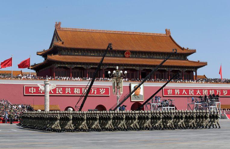 Archiefbeeld: soldaten marcheren in Peking.