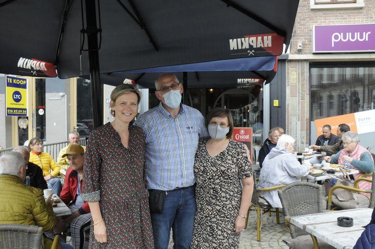 Burgemeester Katrien Partyka feliciteerde Gilberte en Rudi met de opening van hun nieuwe zaak De Afspraak.