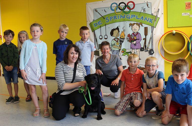 Birte Goossens van het BCG kwam de symbolische cheque voor de puppy in ontvangst nemen.
