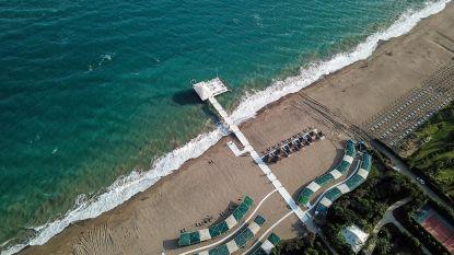 Bestek in een papieren zakje: Antalya maakt zich op voor toeristen