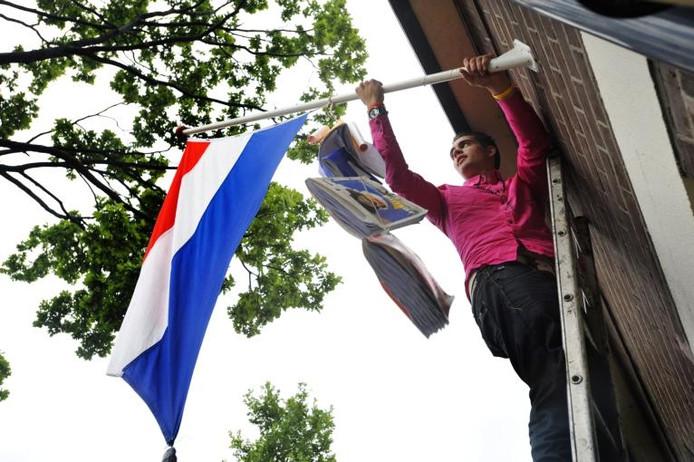 Op veel plekken ging woensdag en donderdag de vlag uit als er weer een geslaagde bekend was geworden. Foto PVE