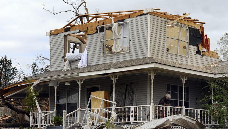 Een door een tornado verwoest huis in Tushka, Oklahoma. Beeld EPA