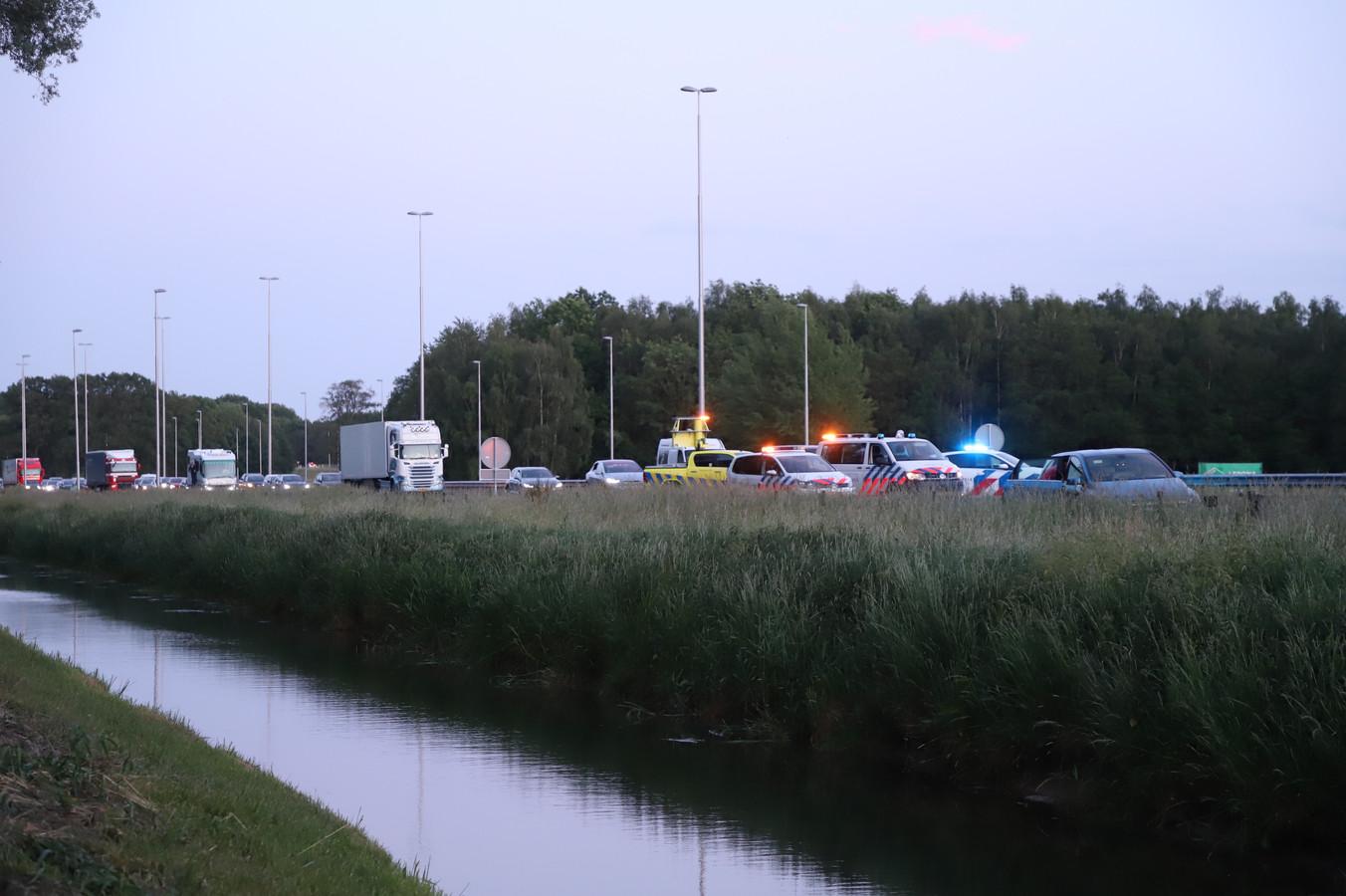 Veel politie na het ongeluk op de A73.