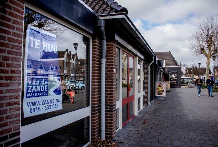 Leegstaande winkelruimte in de Hugo de Grootstraat in Drunen.